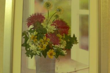 9月ロビー展は「押し花クラブ 花の里 作品展」